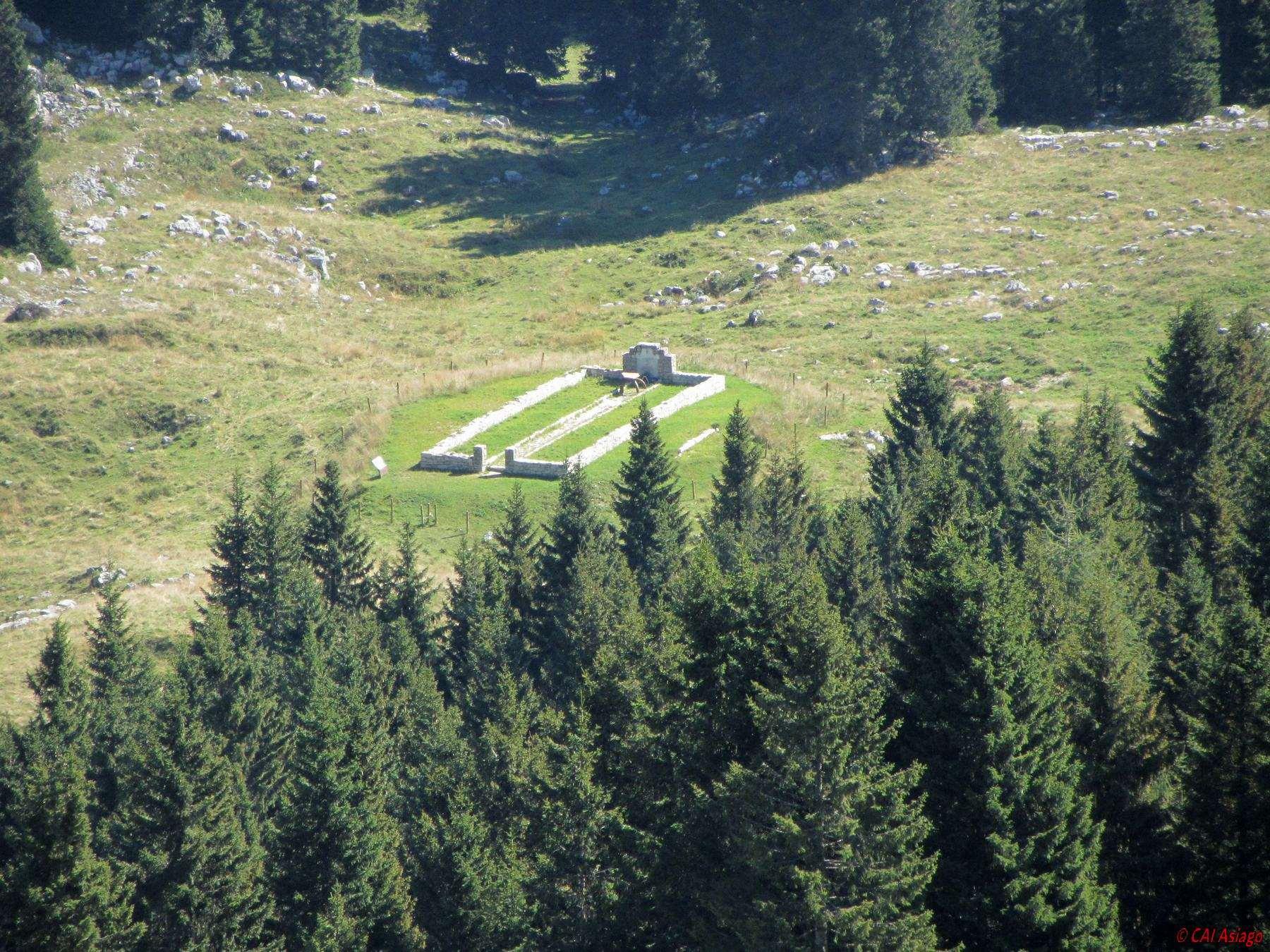 Ex cimitero di Malga Lora