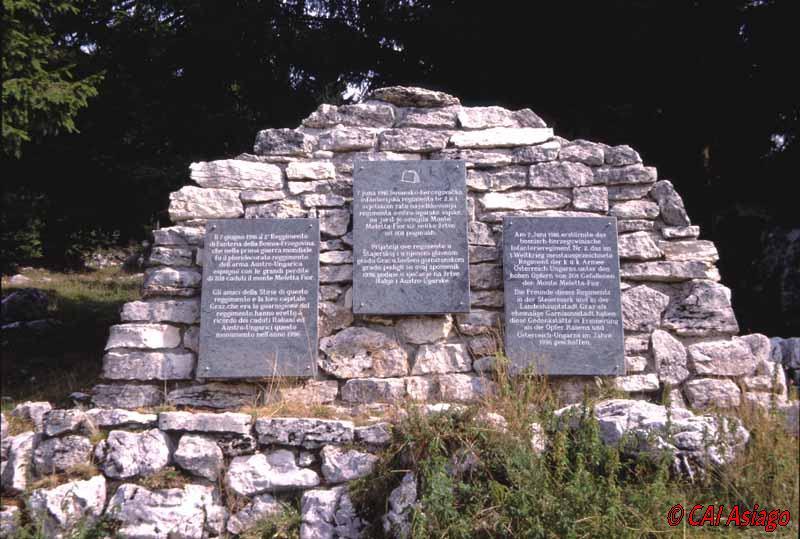 Monumento presso Malga Slapeur